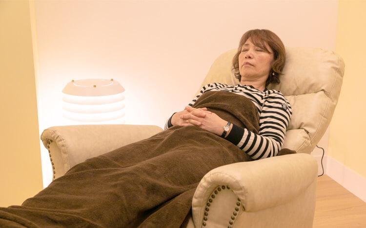 眠ったような状態でリラックスして治療が受けることができる静脈内鎮静法